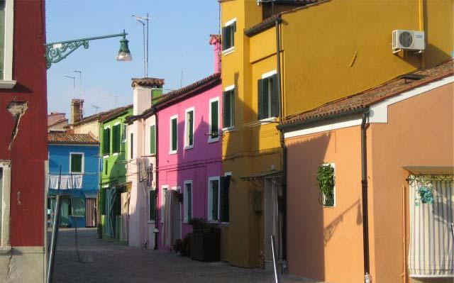 les maisons en couleurs typiques de Burano